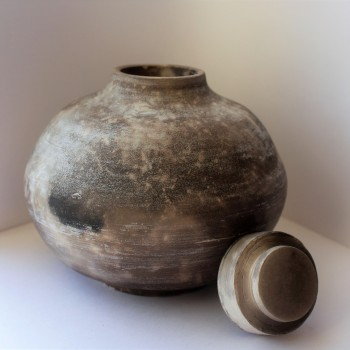 Chalky neolithic lidded